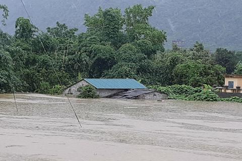 Mưa lớn ngập khắp Hà Giang, 2 người chết