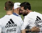 Argentina lo mất World Cup, kêu gọi đoàn kết đấu Nigeria
