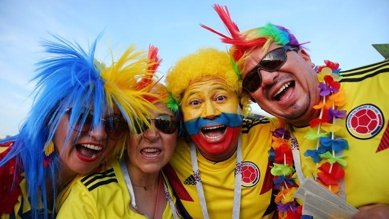 Sắc màu rực rỡ của nhóm CĐV Colombia