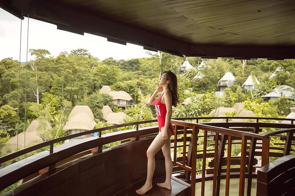 Hương Tràm diện bikini khoe thân hình cực nóng bỏng