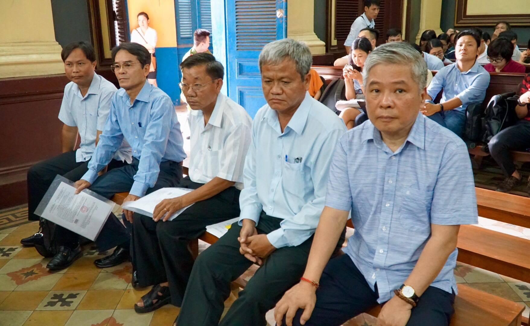 Nguyên Phó thống đốc NHNN Đặng Thanh Bình bình thản hầu tòa