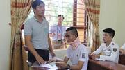 Thí sinh gồng mình mang nẹp cổ dự thi tại Nghệ An
