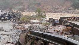 Mưa lũ kinh hoàng ở Lai Châu: Ô tô trôi xuống vực, đường bị cuốn phăng