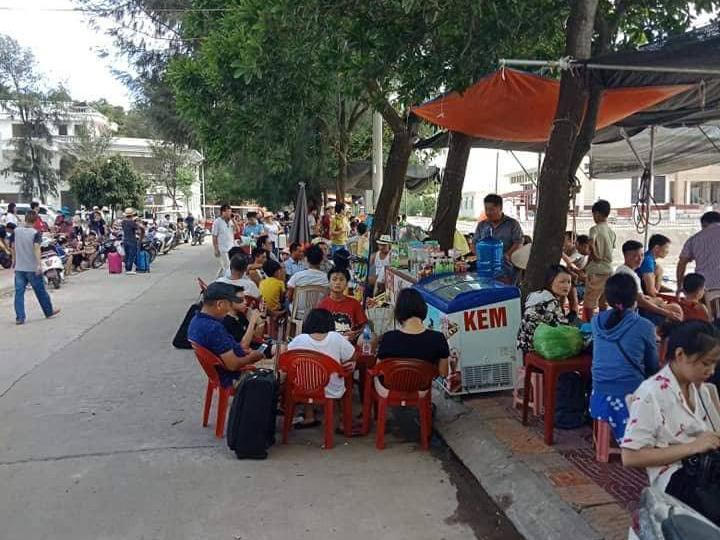 Hơn 5.000 du khách Hà Nội mắc kẹt ở Cô Tô