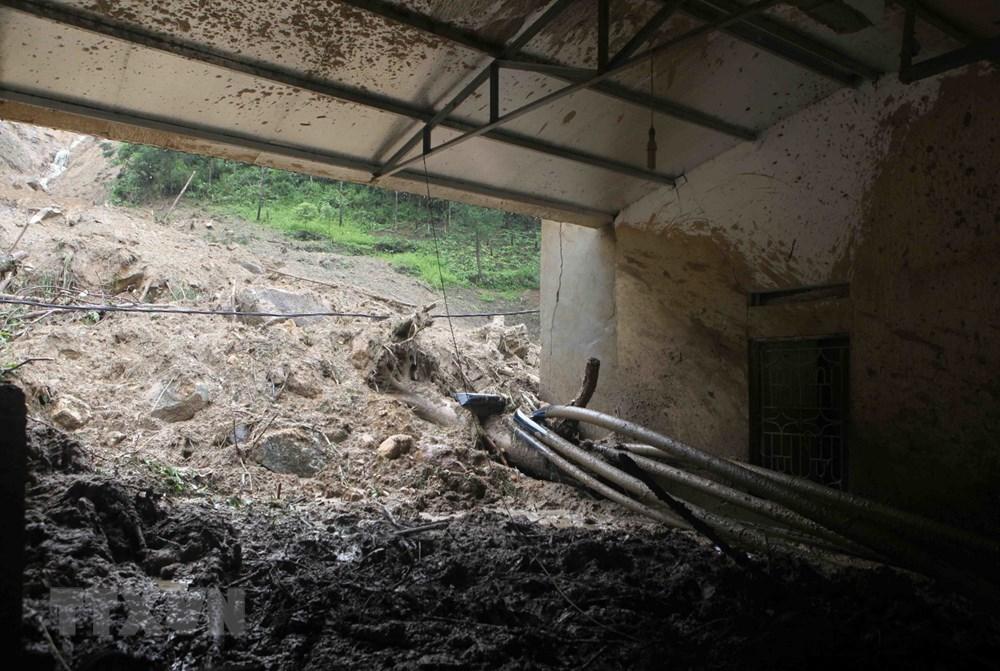 Hình ảnh Quốc lộ 4D qua bản Chu Va tan hoang trong cơn lũ dữ