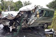 Ô tô chở lao động Việt gặp nạn tại Lào, 2 người chết