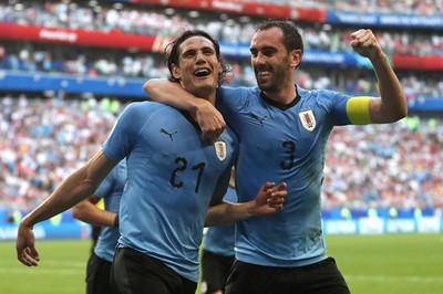 """Thắng Nga """"3 sao"""", Uruguay giành ngôi đầu bảng A"""