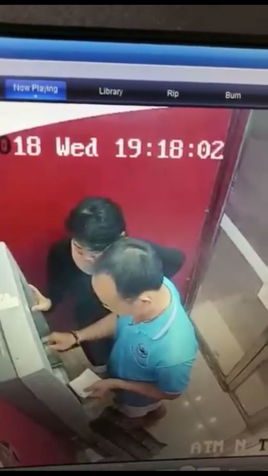 Mất trắng tiền trong tài khoản vì dán mật khẩu lên thẻ ATM bị mất