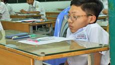 Nam sinh Sài Gòn trong hình hài trẻ lên 7 ở trường thi THPT quốc gia