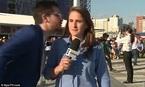 Nữ phóng viên World Cup mắng người hâm mộ vì suýt bị hôn trộm