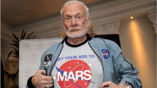 Lùm xùm vụ kiện con của phi hành gia lên Mặt trăng