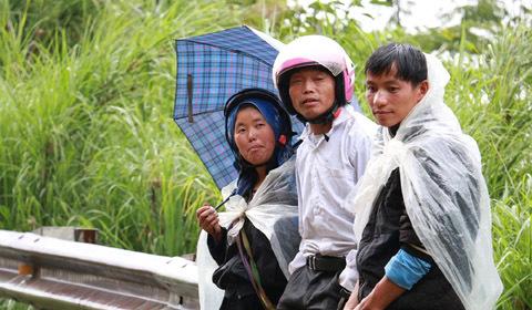 Sạt lở đất, tắc đường ở Lai Châu: Nhiều người bị kẹt lại, phải nhịn đói cả ngày