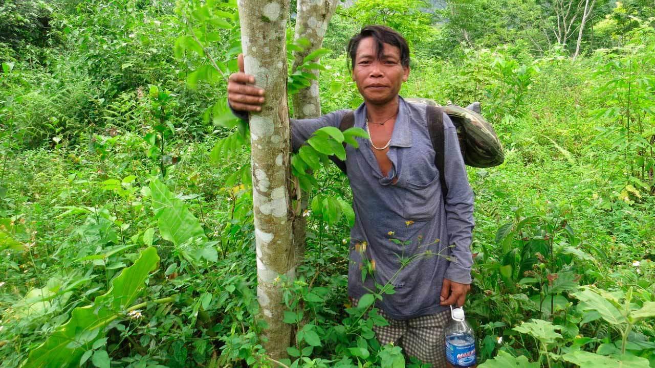 Lời thề giữ rừng của tộc người từng sống trong hang đá