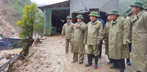 Phó Thủ tướng Trịnh Đình Dũng vào vùng rốn lũ Lào Cai