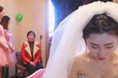 Phù dâu xinh đẹp cướp chú rể ngay trong đám cưới