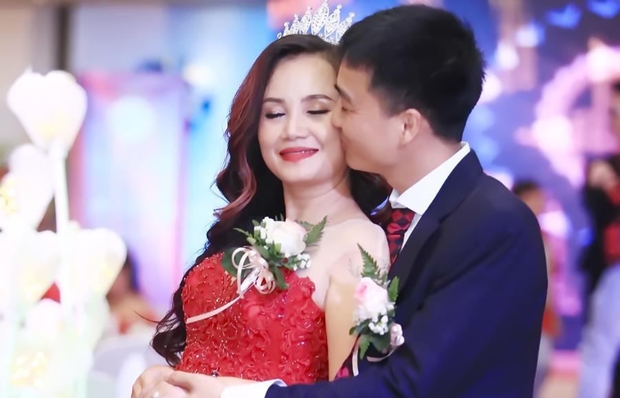 Diễn viên 4 đời chồng Hoàng Yến được chồng trẻ chi tiền làm ca sĩ