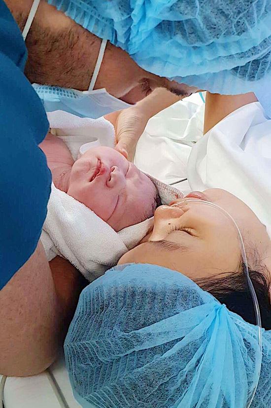 Siêu mẫu Hà Anh sinh con đầu lòng ở tuổi 36