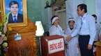 Viếng thầy giáo đột tử khi đang coi thi THPT quốc gia