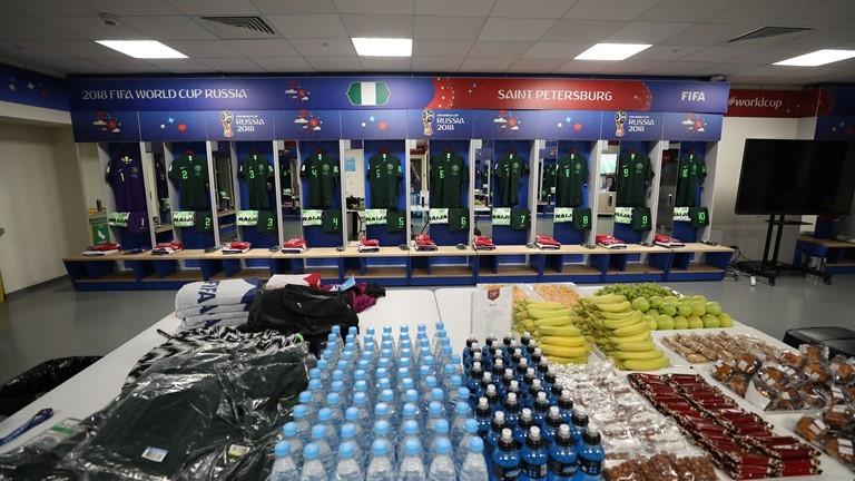 Phòng thay đồ ĐT Nigeria trước trận đấu