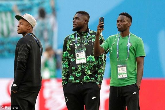 Các cầu thủ Nigeria đã có mặt trên sânSaint Petersburg