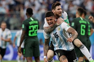 Messi, Rojo giúp Argentina giành vé vòng 1/8 ngoạn mục