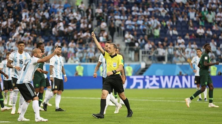 Argentina được trọng tài dẫn vào vòng 1/8: Vì FIFA cần Messi