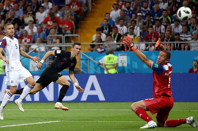 Nhấn chìm Iceland, Croatia toàn thắng vòng bảng