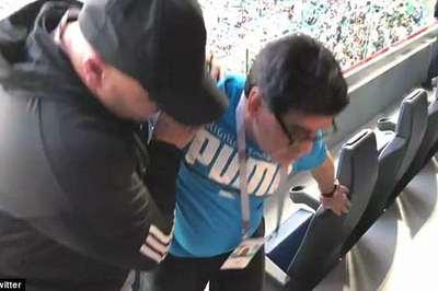 """Cổ vũ Argentina quá """"sung"""", Maradona khiến tất cả hoảng hồn"""