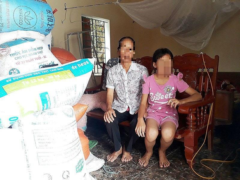 Áp giải bị cáo nhiễm HIV dâm ô bé gái 11 tuổi bằng xe cấp cứu