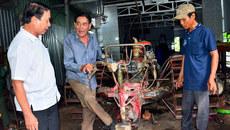 U70 mê 'chế' máy nông nghiệp cho nông dân từ...sắt vụn