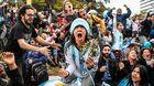 Argentina sống sót: Sau cơn mê, Messi thức dậy huy hoàng...