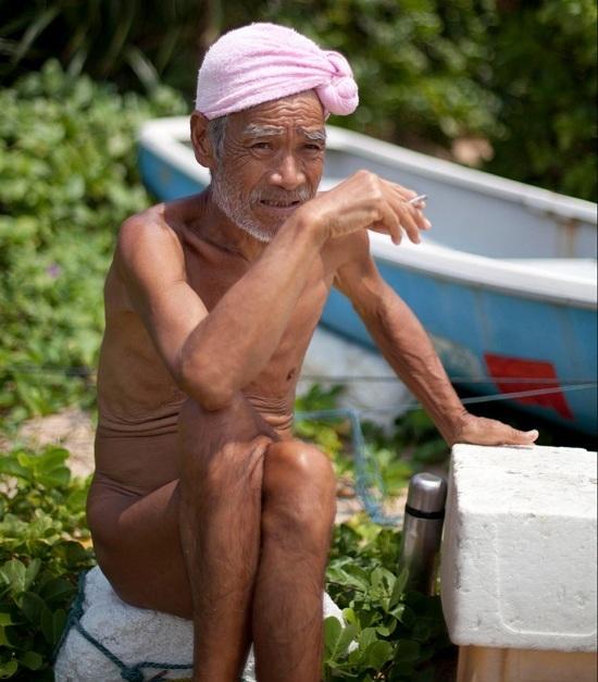 Người đàn ông 30 năm sống nude trên đảo hoang ở Nhật