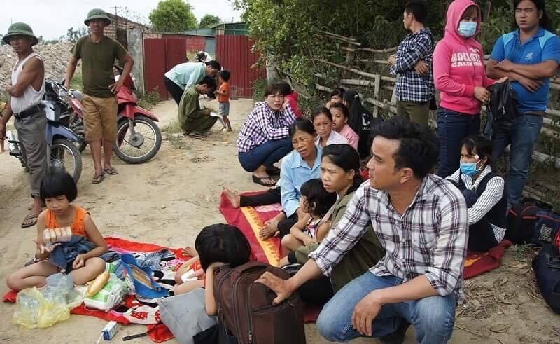 Lật xe khách trên tuyến tránh TP Vinh, 2 người chết