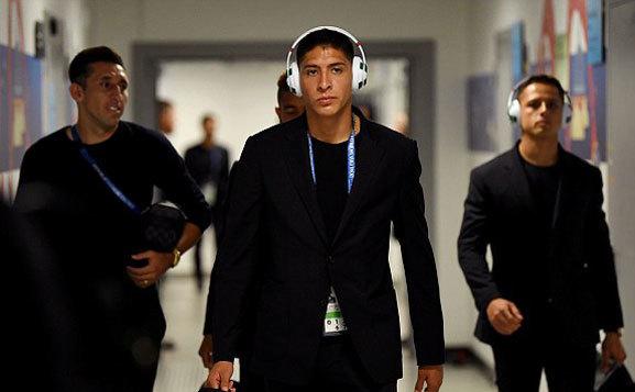 Các cầu thủ Mexico đến sân Ekaterinburg Arena