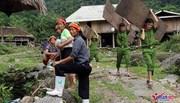 Hình ảnh tình quân dân cảm động giữa vùng lũ Hà Giang