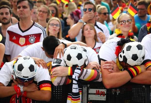 HLV Joachim Low: 'Đức xứng đáng bị loại!'