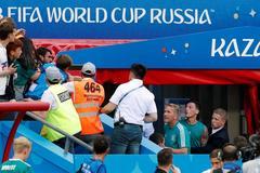 Đức thua thảm, Ozil bức xúc choảng nhau với CĐV
