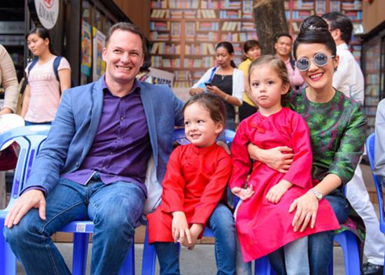 Khoảnh khắc đẹp của gia đình Hồng Nhung