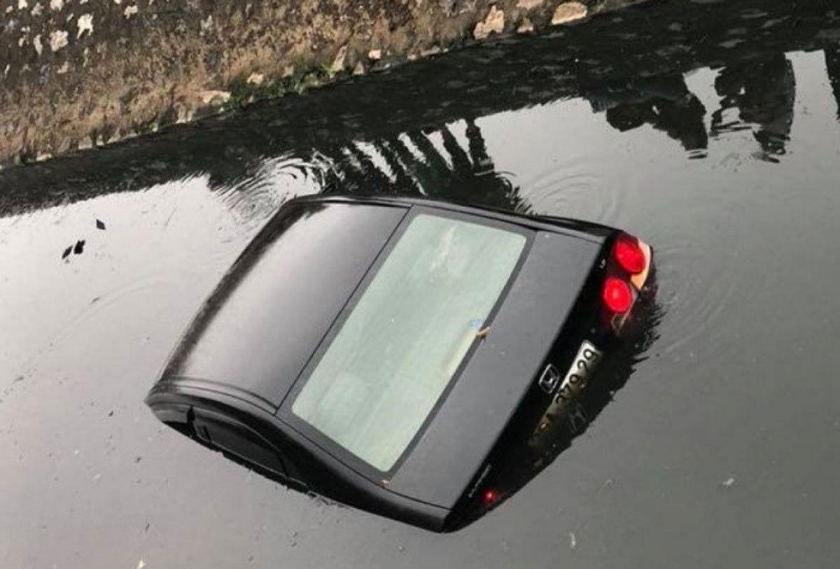 Ô tô chìm xuống nước, làm sao để thoát ra ngoài?