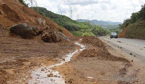 Thảm cảnh khó tin trên cao tốc nghìn tỷ bị 'vùi dập' sau mưa