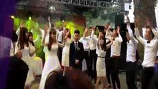 Cô dâu chú rể biến đám cưới thành sàn nhảy vô cùng sôi động