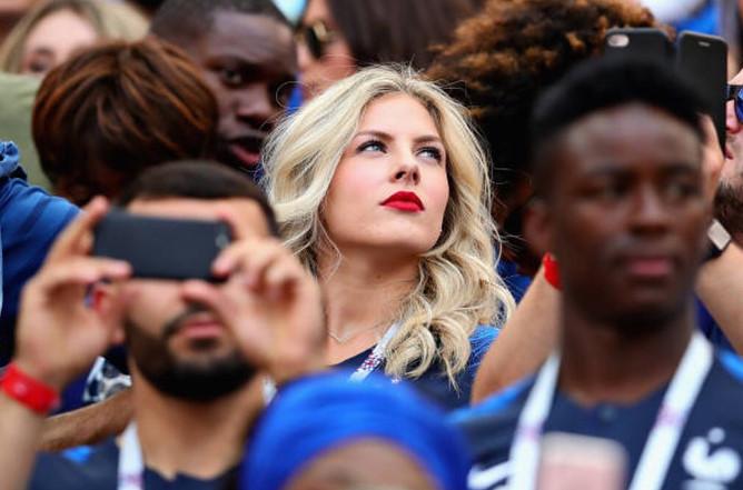 Vợ trung vệ tuyển Pháp xinh như hot girl, không dùng Facebook