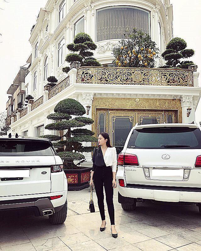 Hoa khôi Báo chí 2016 là 'tiểu thư', sống trong hàng hiệu, xe sang?