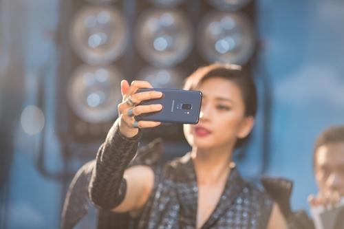 Ngô Thanh Vân- Galaxy S9+: 'cặp bài trùng' ấn tượng trong studio