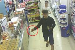 Cướp manh động ở cửa hàng tiện ích Sài Gòn lúc nửa đêm