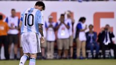 Bốc quẻ Pháp vs Argentina: Lo cho Messi...