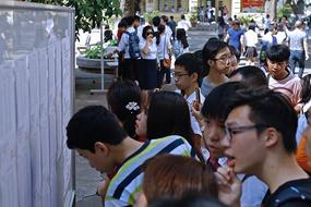 Các trường tư thục, quốc tế thu phí ghi danh, giữ chỗ như thế nào?