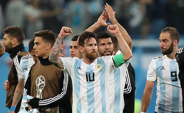 HLV Argentina: 'Messi cần đồng đội trợ giúp để bừng sáng'