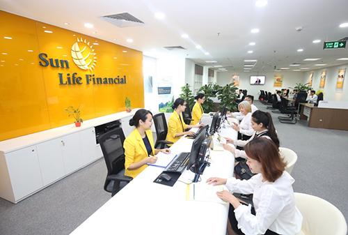 Sun Life vào Top100 sản phẩm, dịch vụ gia đình, trẻ em