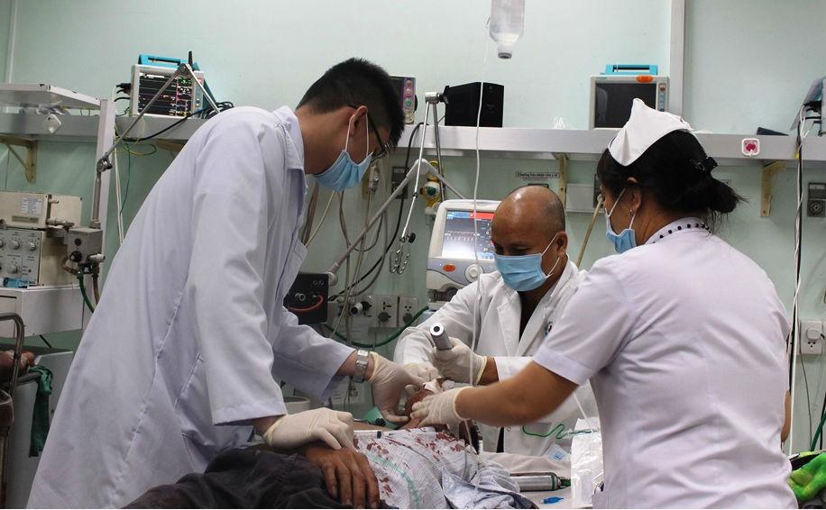 thủng tim,thấu ngực,cấp cứu,báo động đỏ,bệnh viện nhân dân 115
